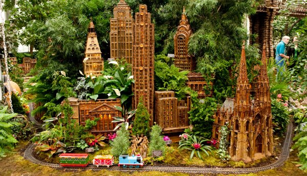 Le Train Miniature Fait Son Show Dans Le Bronx French Morning