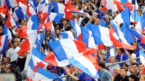 france-supporter-drapeaux-tricolores