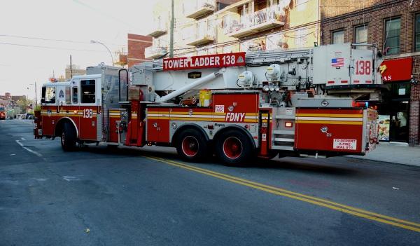 Pourquoi les camions de pompier sont aussi gros aux etats - Image camion pompier ...