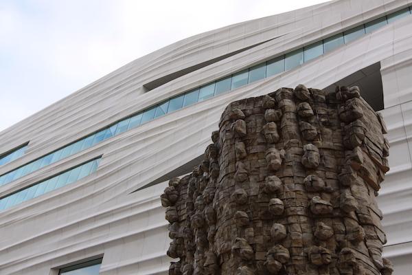 Détails de la façade, vus depuis le café du cinquième niveau