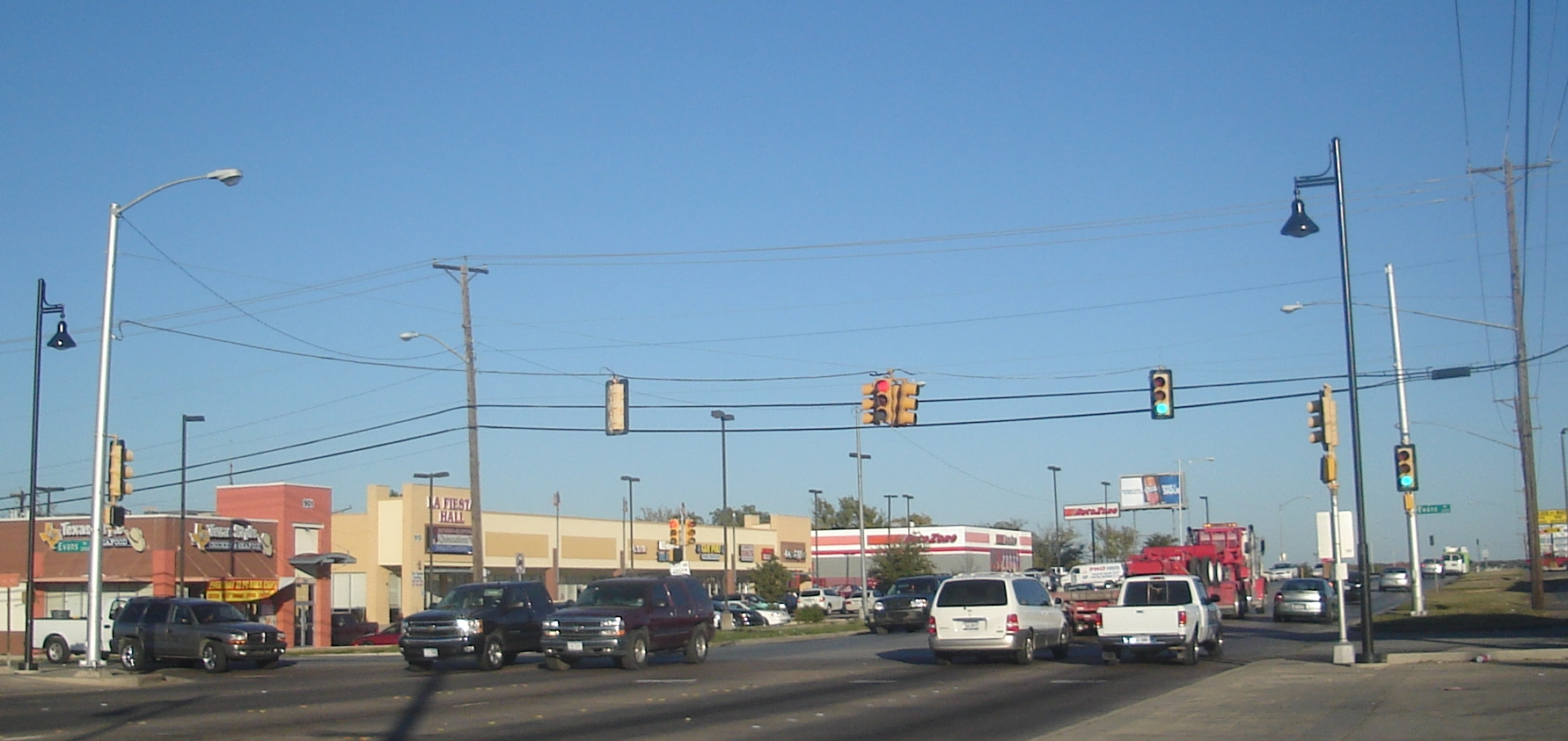A Fort Worth, au Texas, les feux sont suspendus à des câbles. (Photo: Wikimédia)