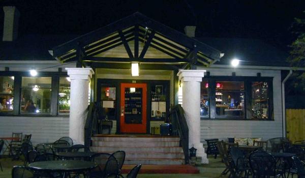 Restaurant Red door, Tampa. photo DR