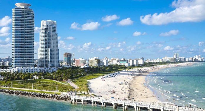 Découvrez la ville passionnante et vibrante de New York, et faites connaissance avec Miami, une destination touristique de soleil et de plage par excellence.