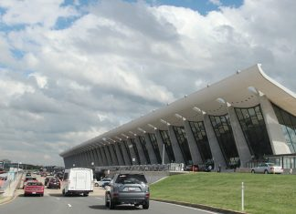 """Dulles"" by viviandnguyen_ is licensed under CC BY-SA 2.0"