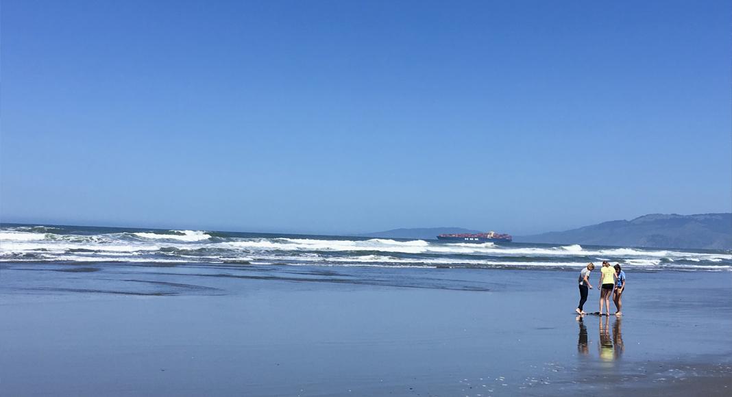 Plage à San Francisco, visite à pied ou en fauteuil. Océan Pacifique.